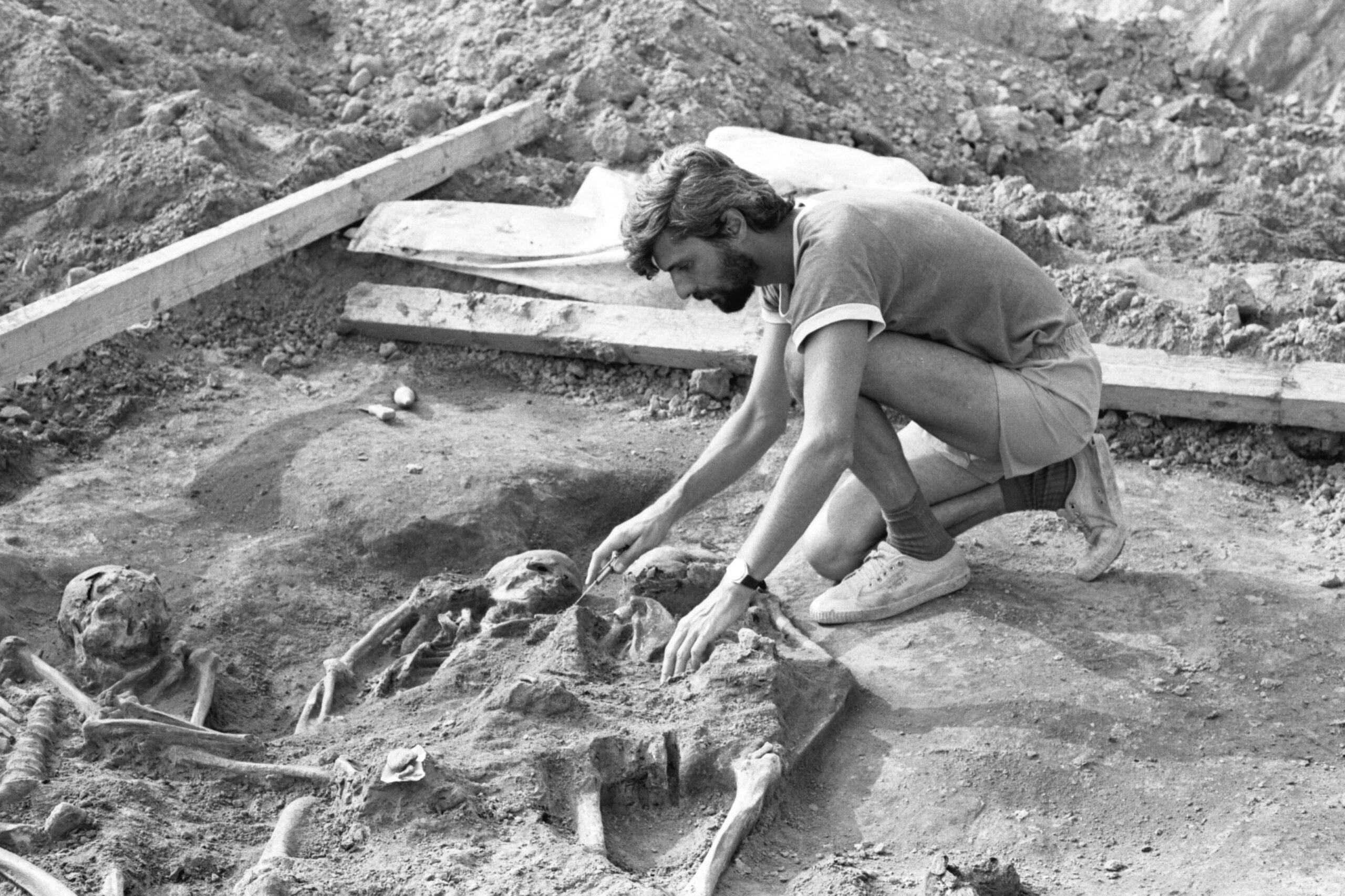 History uncovered: Triple grave from Dolní Věstonice